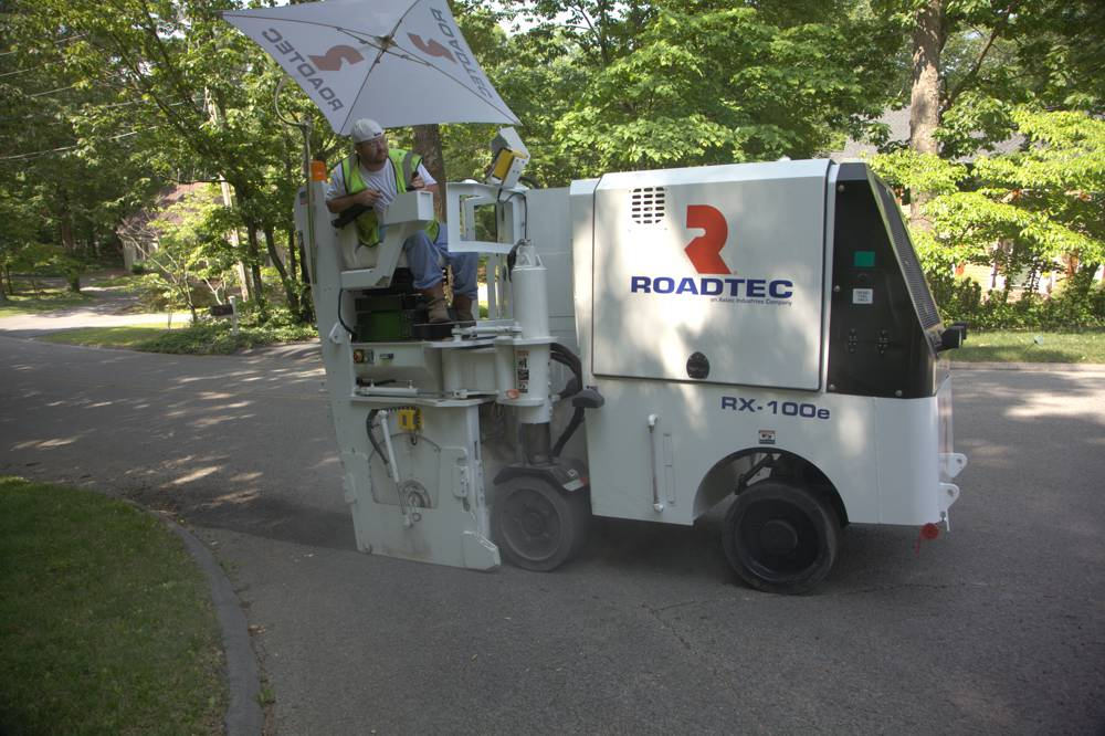 Roadtec compact milling machines - manoeuvrable, flexible and versatile