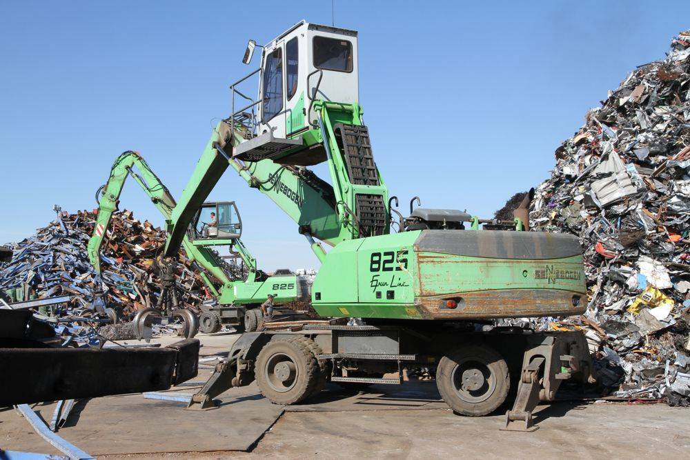 Two SENNEBOGEN 825 material handlers are used by Toferla S. L. to sort and load scrap near Madrid.