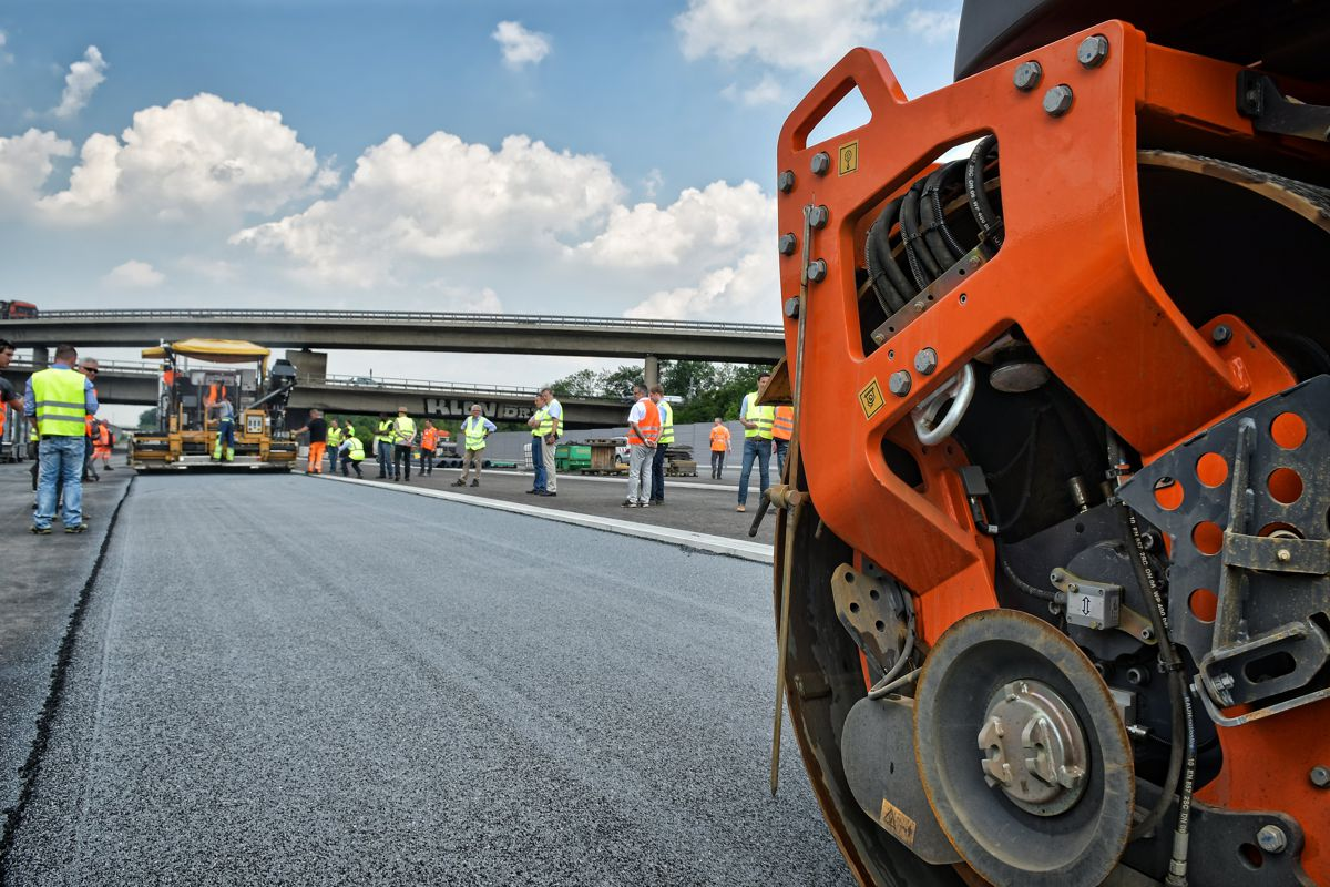 STRABAG shows innovative way out of the diesel dilemma with Sustainable High-Tech Asphalt