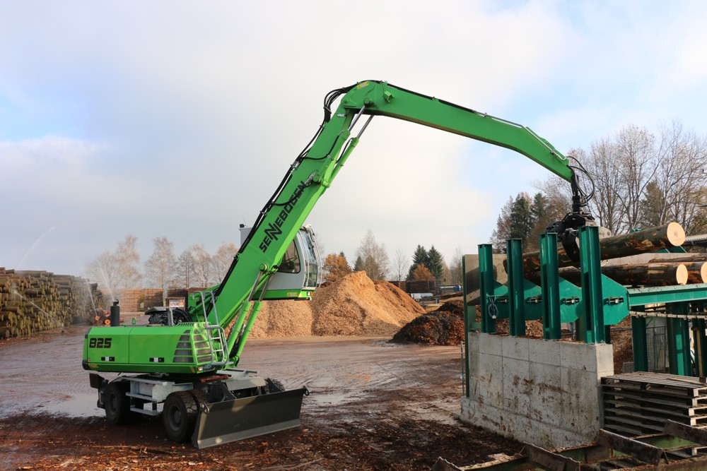 The material handler is specially equipped with an extra-wide, reinforced undercarriage with claw support and dozer blade. A supplemental hydraulic system supplies the attached grab saw which is used cut the timber to length.