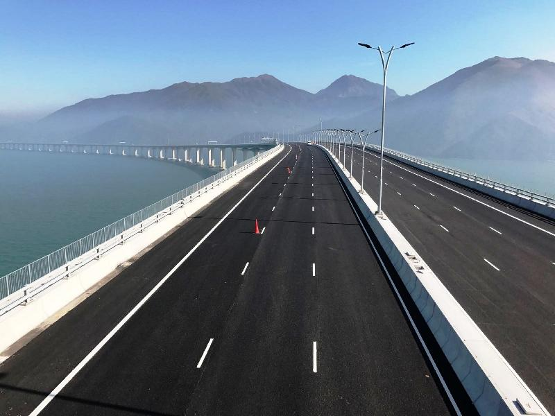 Viaduct section of the Hong Kong to Macau Bridge passes load testing