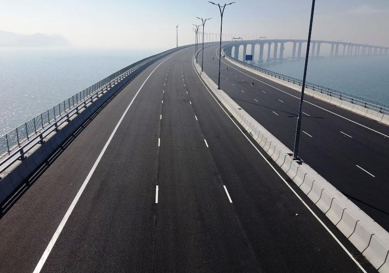 Viaduct section of the Hong Kong to Macao Bridge passes load testing