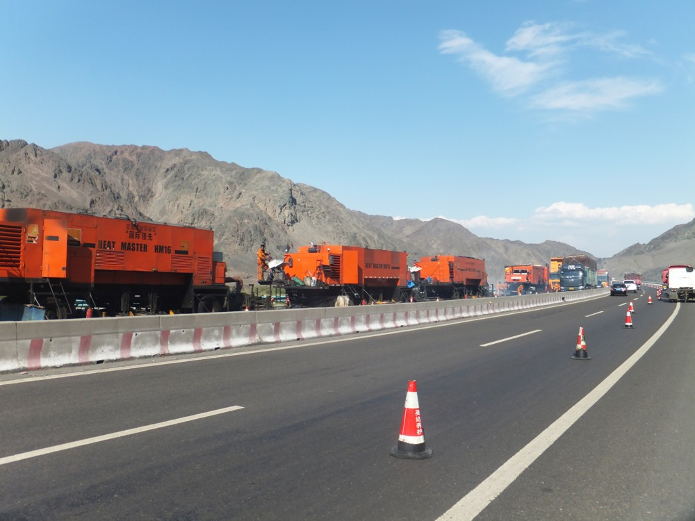 Turpan- Ürümchi Highway Maintenance