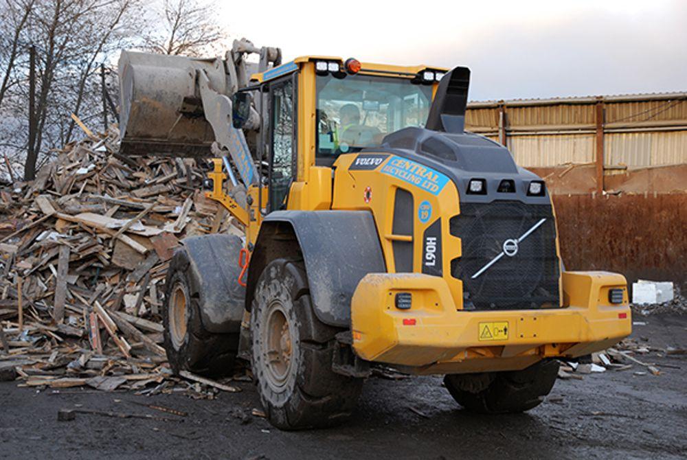 Only the best loading shovel for Central Demolition