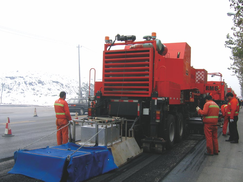 Freetech hot-in-place recycling train