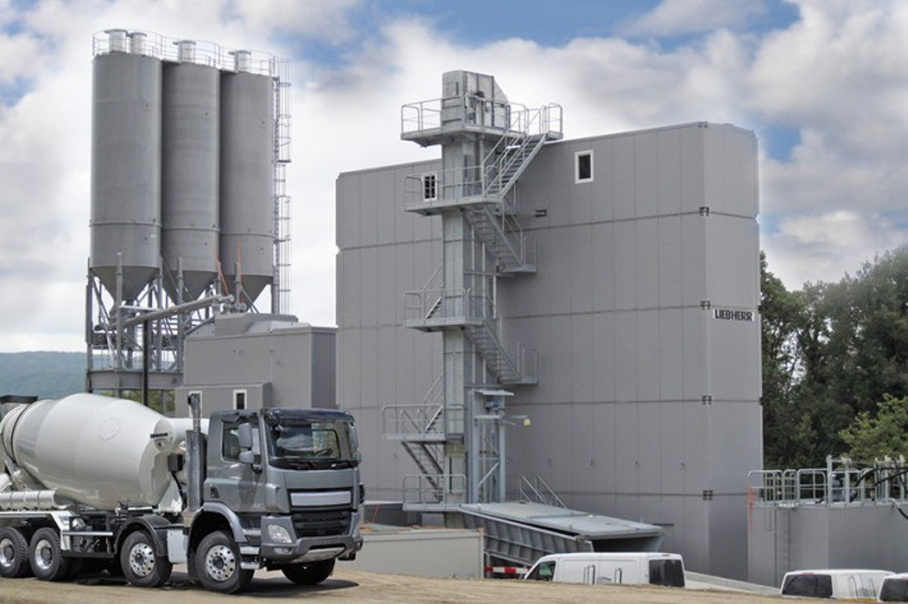 Liebherr introduces mobile tower silo for concrete batching plants