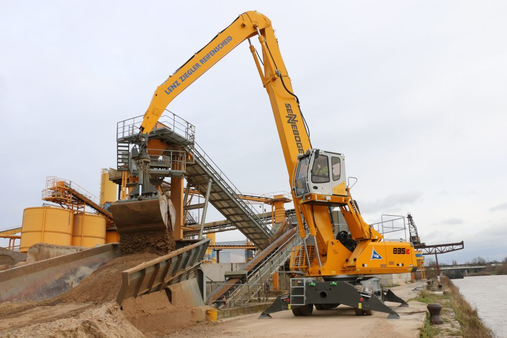 SENNEBOGEN material handler feeds LZR concrete plant in Bavaria