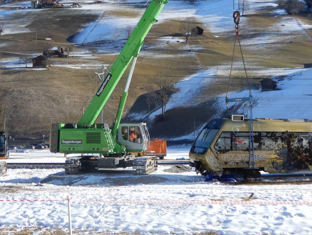 SENNEBOGEN telescopic crane to the rescue of derailed train in Switzerland