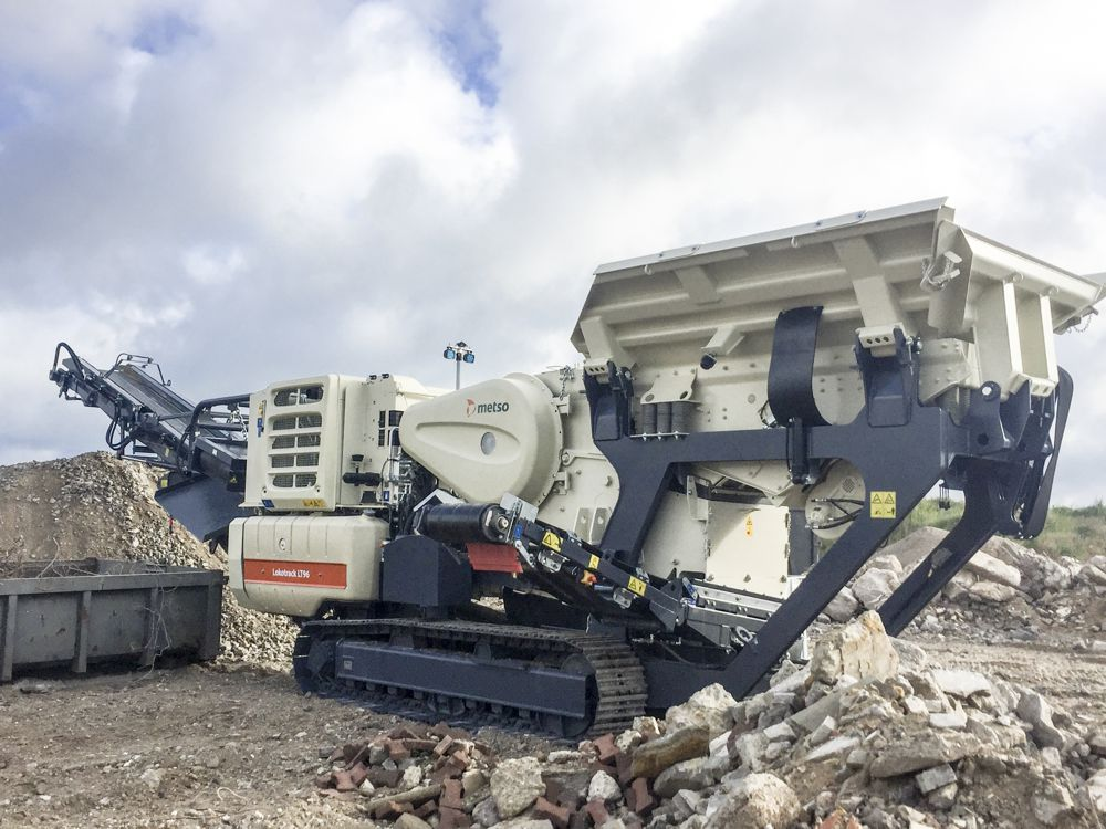 The LT96 is our most compact mobile jaw crushing plant, providing great performance, especially in recycling and the contracting segment.