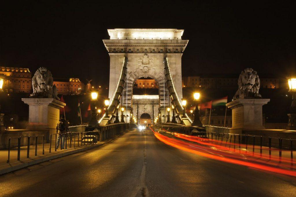 Budapest Bridge - Photo by Mathias Apitz