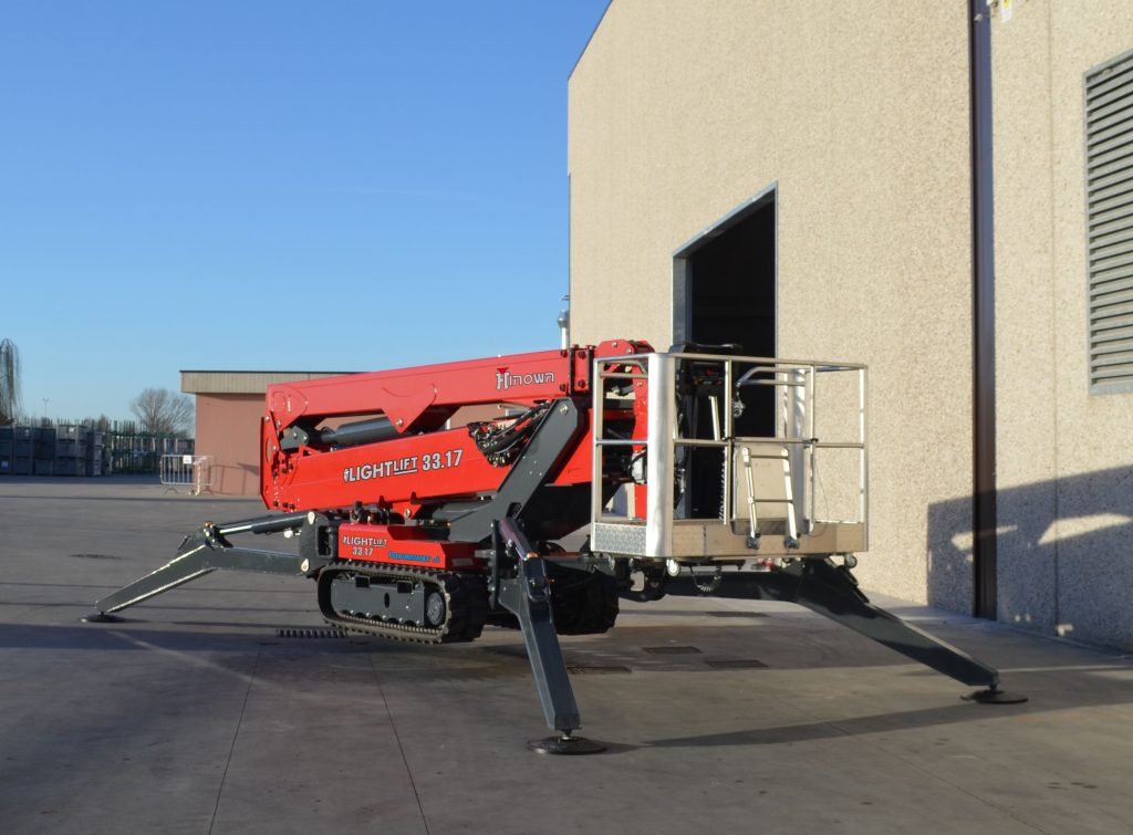 At Hinowa, everything is ready for the long-waited Parisian date with the 2018 edition of Intermat, from 23th to 28th April. The Italian company, which builds tracked aerial platforms, minidumpers, pallet jacks and undercarriages, will arrive in France to show to guests a well-stocked selection of its equipment,