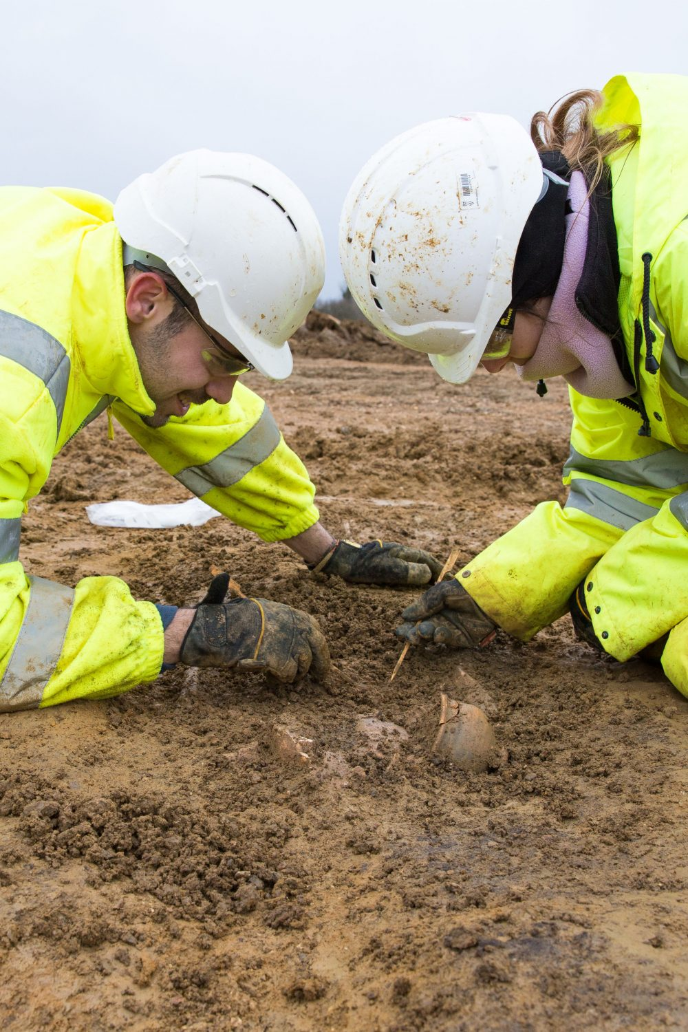 Excavating pottery for A14C2H (c) Highways England, courtesy of MOLA Headland Infrastructure