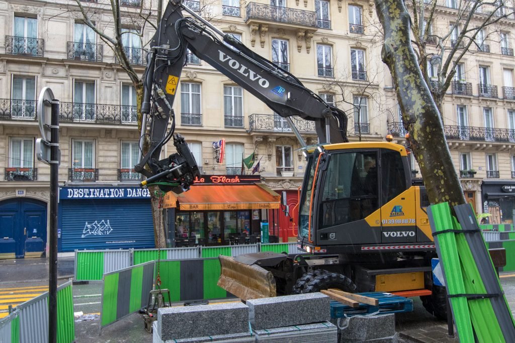 A Volvo EWR150E short-swing radius wheeled excavator gets to work on the streets of Paris.