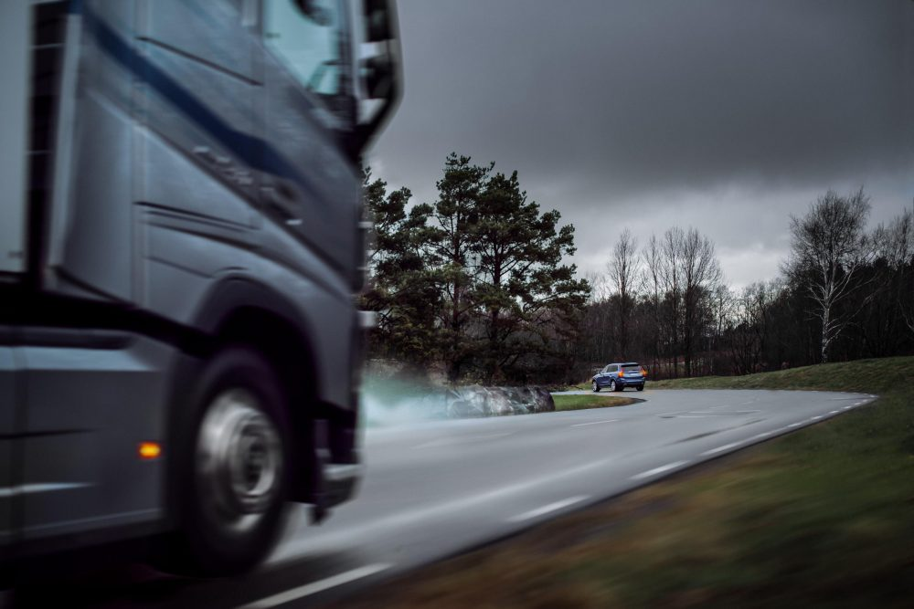 Volvo cars and trucks communicate to increase traffic safety