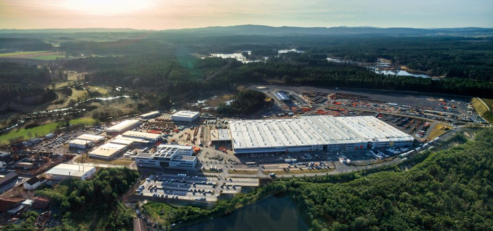 HAMM operates the world's most modern roller factory in Tirschenreuth, occupying an area of around 400,000 m². The assembly shops, production facilities and logistics centre are perfectly interlinked in a highly efficient process.