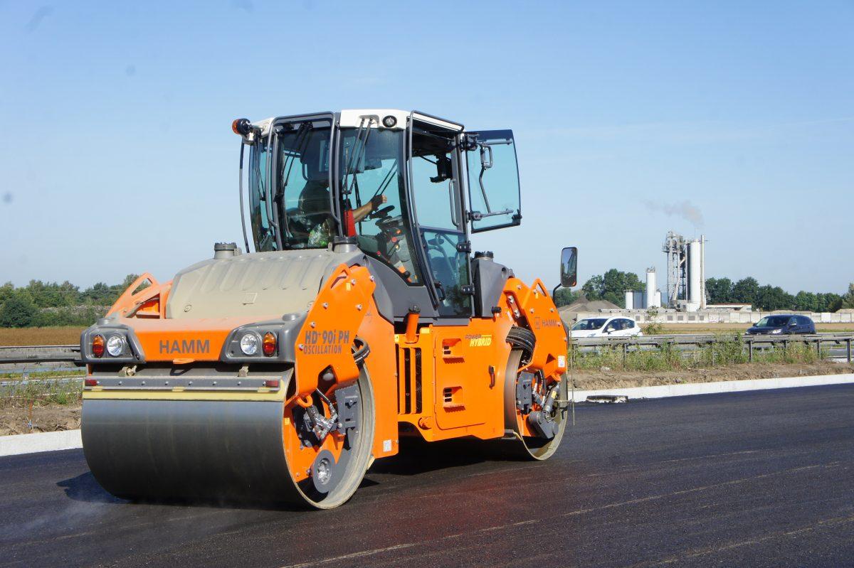 HAMM HD+ 90i PH tandem roller is an environmentally friendly hybrid