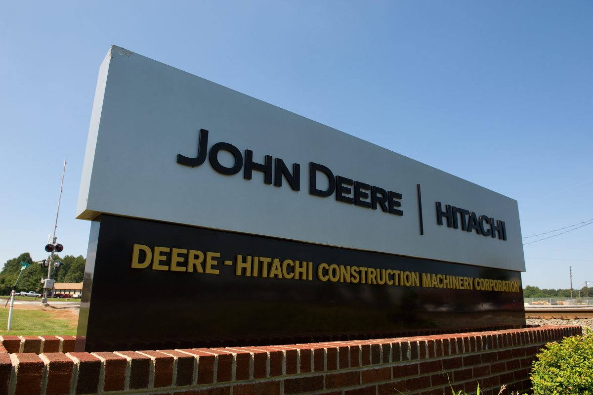 Deere-Hitachi Joint Venture celebrates 30 years of Construction Equipment