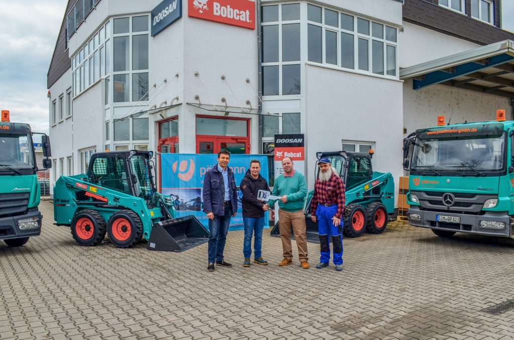 Matthias Pistorius (Manager of the local Bobcat Bensheim office), Thorsten Frömel (Sales Bobcat Bensheim), Oliver Pöllmann (Owner & General Manager Oliver Pöllmann GmbH) and Hans-Dieter Stinhöfer (part of the staff at Pöllmann)