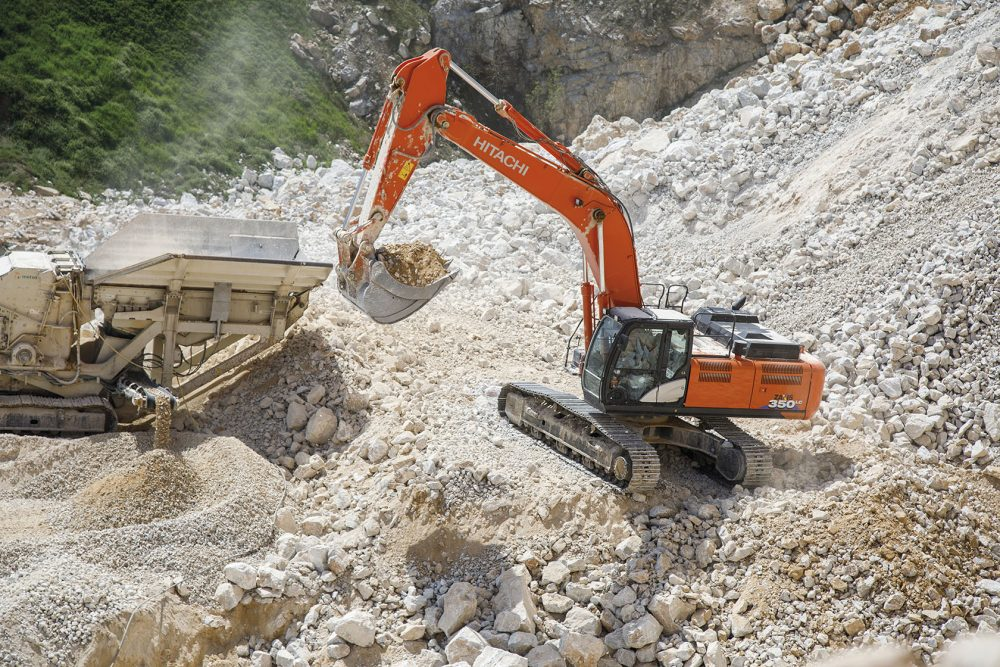 Bulgarian quarry proves value of Hitachi construction