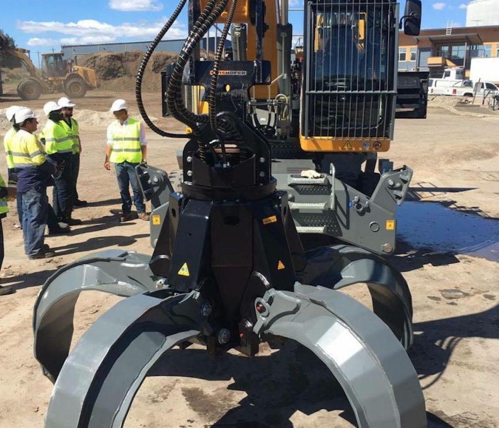 KINSHOFER P-Series Orange Peel Grapples handle heavier loads and increase efficiency
