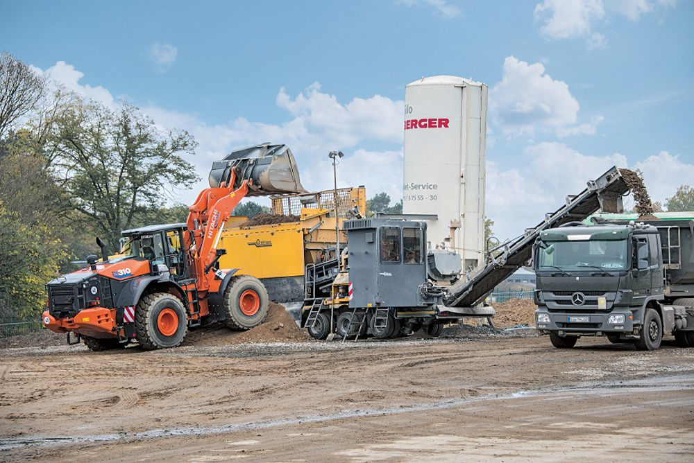 Wirtgen KMA 220 mix-in-plant process recycling at Cologne Bonn Airport