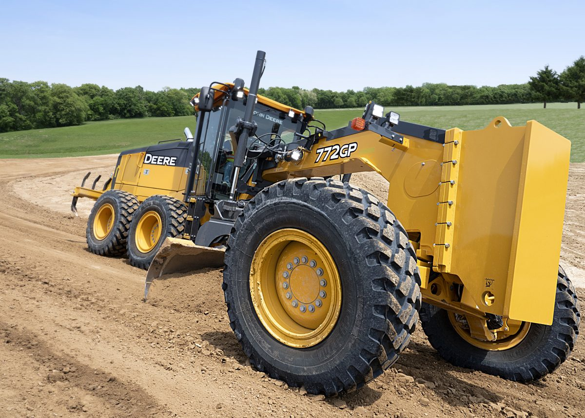 John Deere reveals first fully integrated, mastless Grade Control Motor Graders