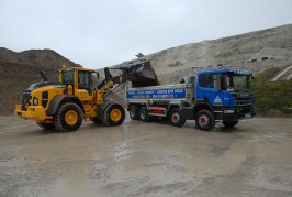 Volvo L90H is the loading shovel of choice for Robins of Herstmonceux Chalk Pit