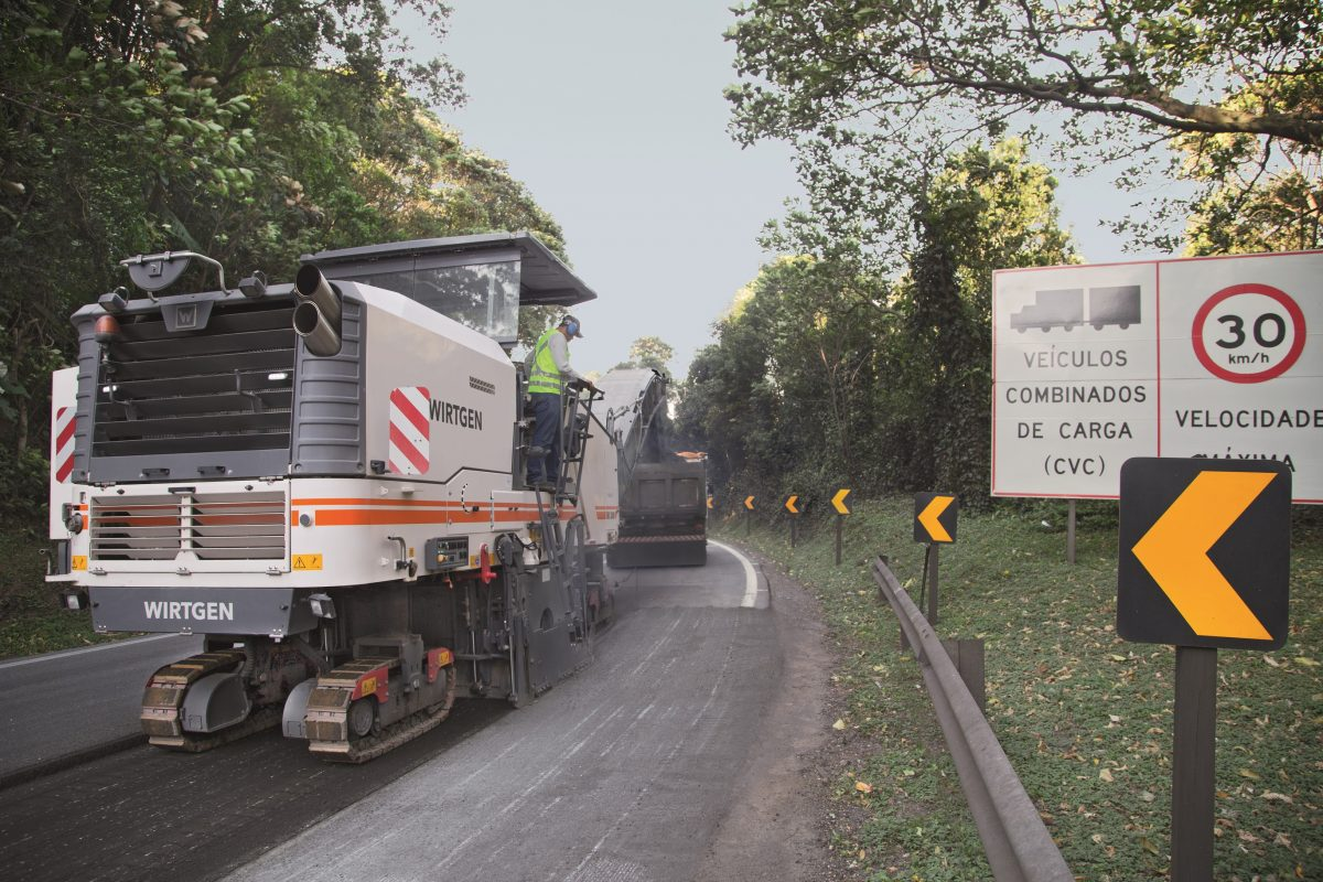 Wirtgen W200 rehabilitates Brazil's congested road network