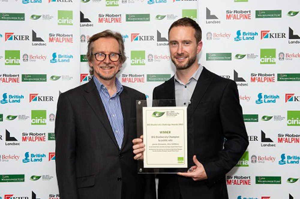 Left to right: Owen Jenkins, CIRIA Director presents #BIGChampion award to Jamie Edmonds, Kier Utilities