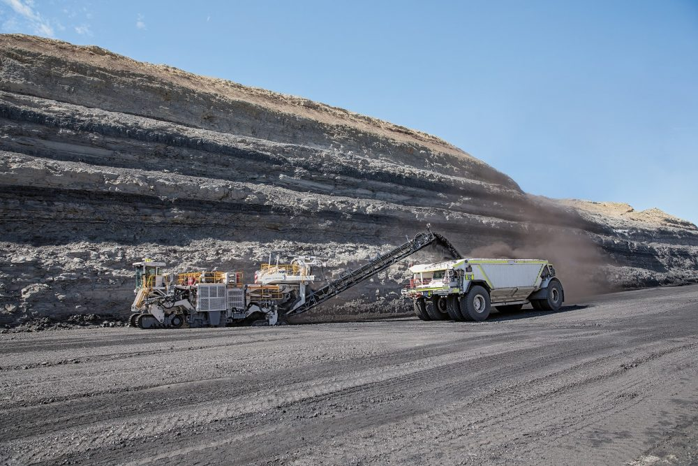 Wirtgen surface miners can load material via stable conveyor systems directly into trucks.