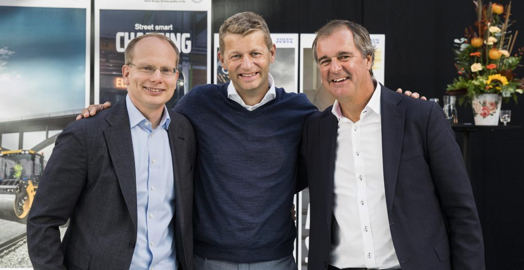 Håkan Agnevall, President of Volvo Buses, Melker Jernberg, President of Volvo CE, and Björn Ingemanson, President of Volvo Penta, at the inauguration ceremony.