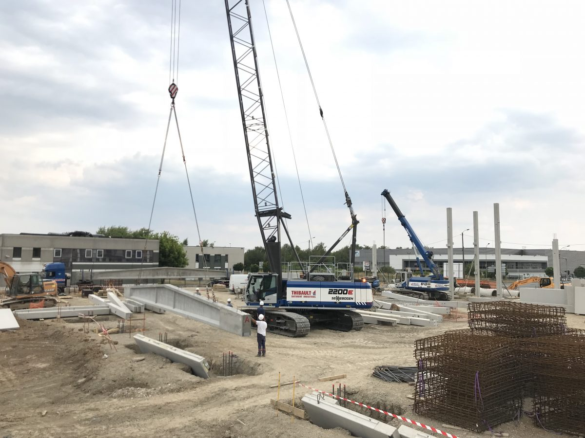 SENNEBOGEN Crawler Cranes for THIBAULT SA and TBI in Paris