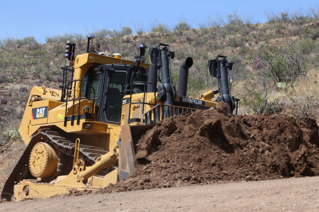 Caterpillar celebrates manufacture of 40,000 large Dozers