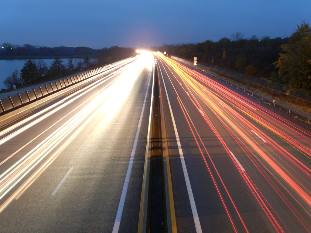 Automobile light trails - Thomas Bresson