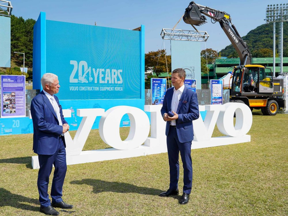 VolvoCE celebrates 20 years of excavator manufacture in South Korea
