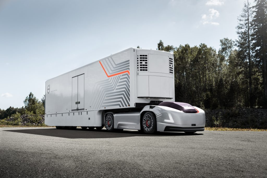 Volvo Trucks is developing a new type of transport solution for repetitive transports involving high precision between fixed hubs, as a complement to today's solution.