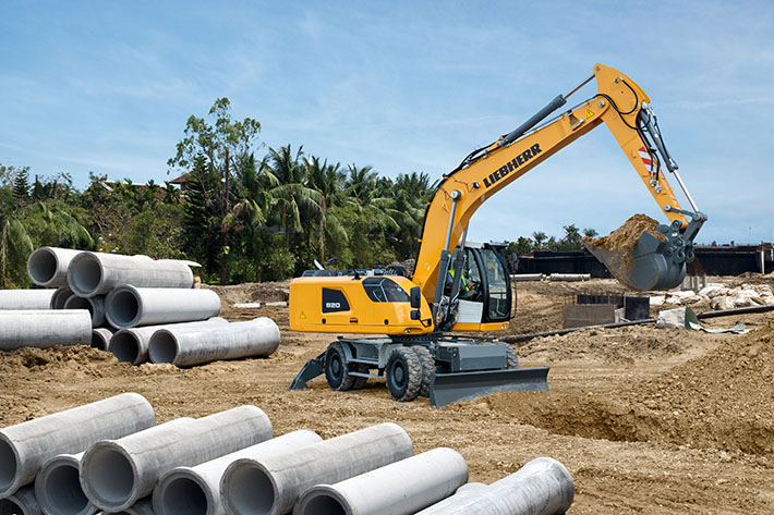 Like all Liebherr wheeled excavators, the A 920 is ideally suited to construction sites with long driving distances.