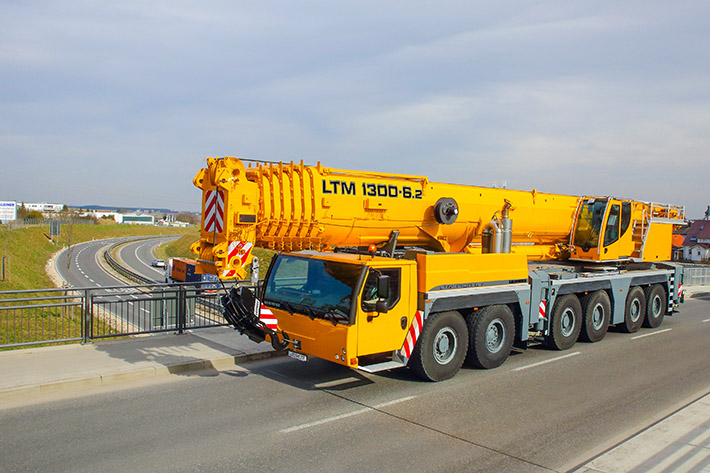 Liebherr mobile crane LTM 1300-6.2 with innovative single-engine concept provides particular high load capacities, which is ideal for erecting tower cranes.