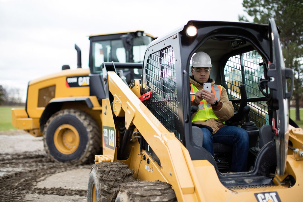 New Cat SmartPhone App delivers simplified, streamlined equipment data to mobile devices
