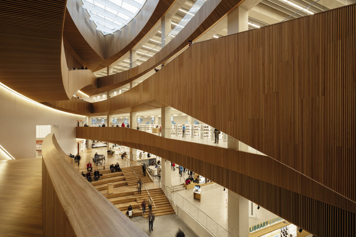 On November 1 the new Central Library in Calgary, Alaska, designed by Snøhetta and DIALOG, opened its doors to the public. With aims to welcome over twice as many annual visitors to its 240,000 SF of expanded facilities, the library will fill a vital role for the rapidly expanding city.
