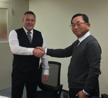 Metso's Claes Edin (left) and Shinji Noda at Kureha Elastomer Company.