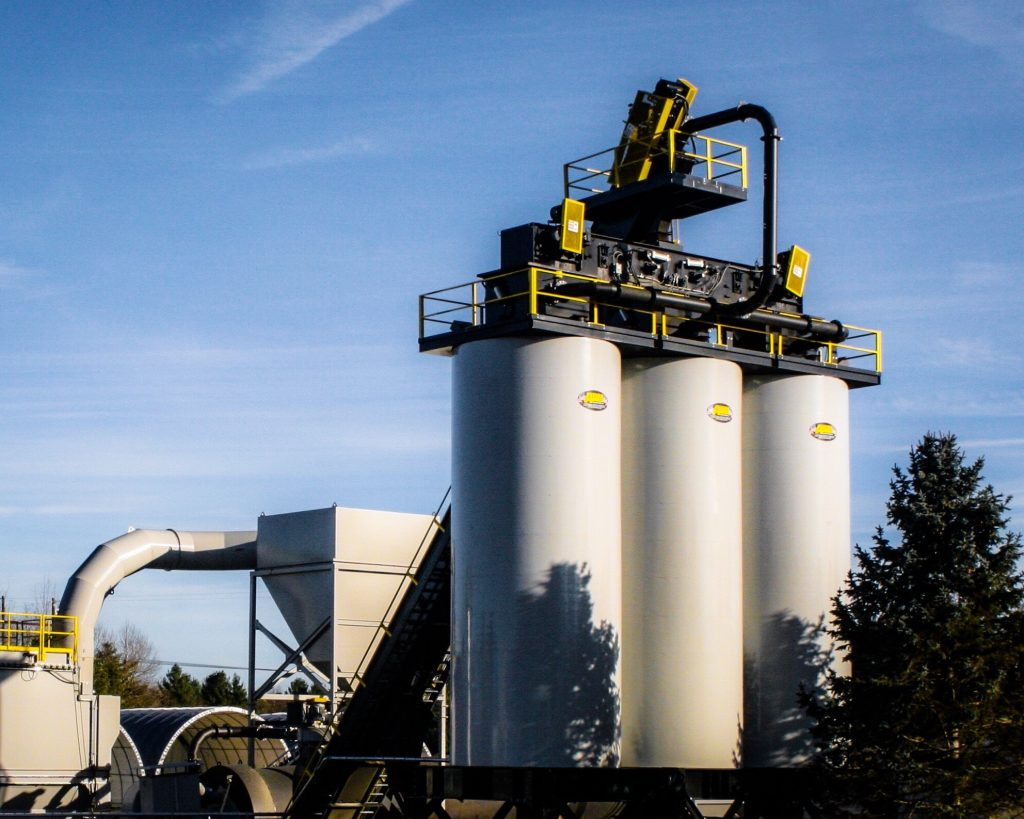 Asphalt Drum Mixers offers Crane-Set and Self-Erect Asphalt Storage Silos