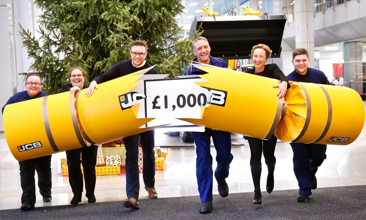 £1,000 Christmas BONUS tops off a strong year for JCB