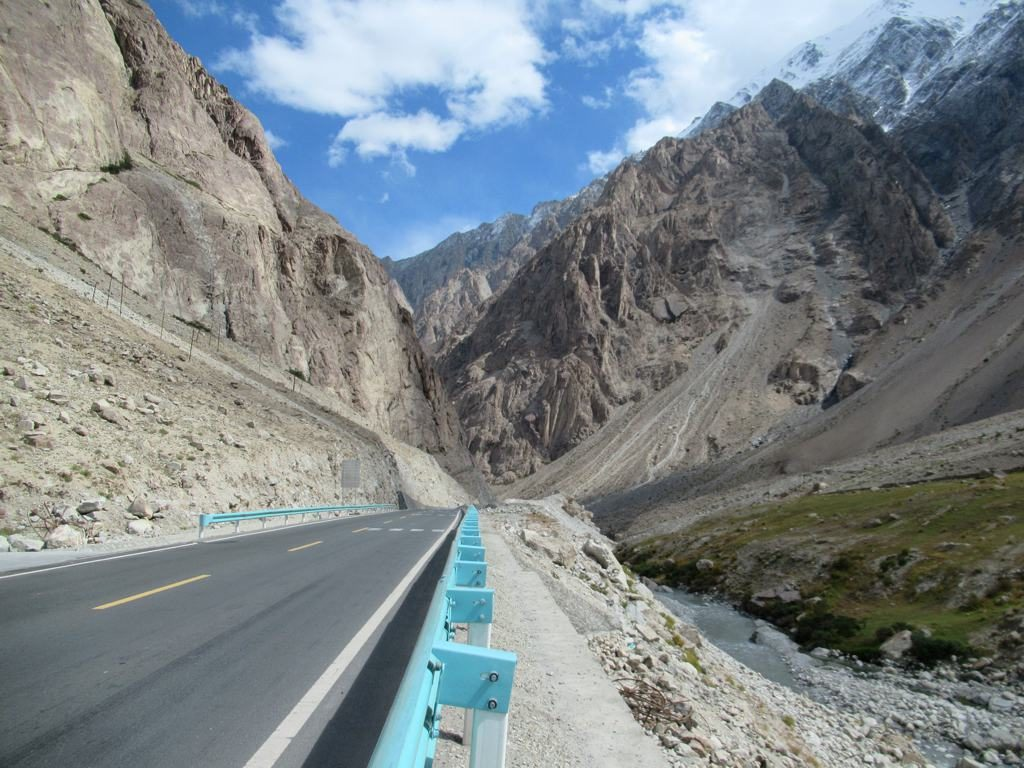 Pakistan Mountain Pass - Photo by David Stanley