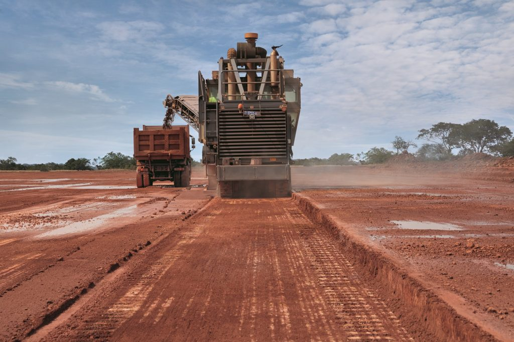 Wirtgen surface miners can do much more than just extract pay minerals. In Guinea, they are also used to open routes and develop the infrastructure around the mines.