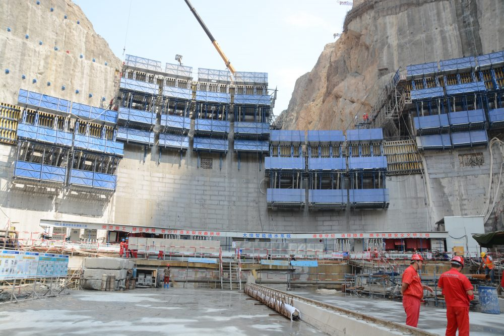 Wudongde dam – one of the biggest hydropower stations in China - The seventh largest hydropower project in the world consists primarily of the construction of a compound arch dam some 300 metres tall, as well as spillways and water-intake and powerhouse structures. Dam formwork D35 is used to construct the compound-arch dam.