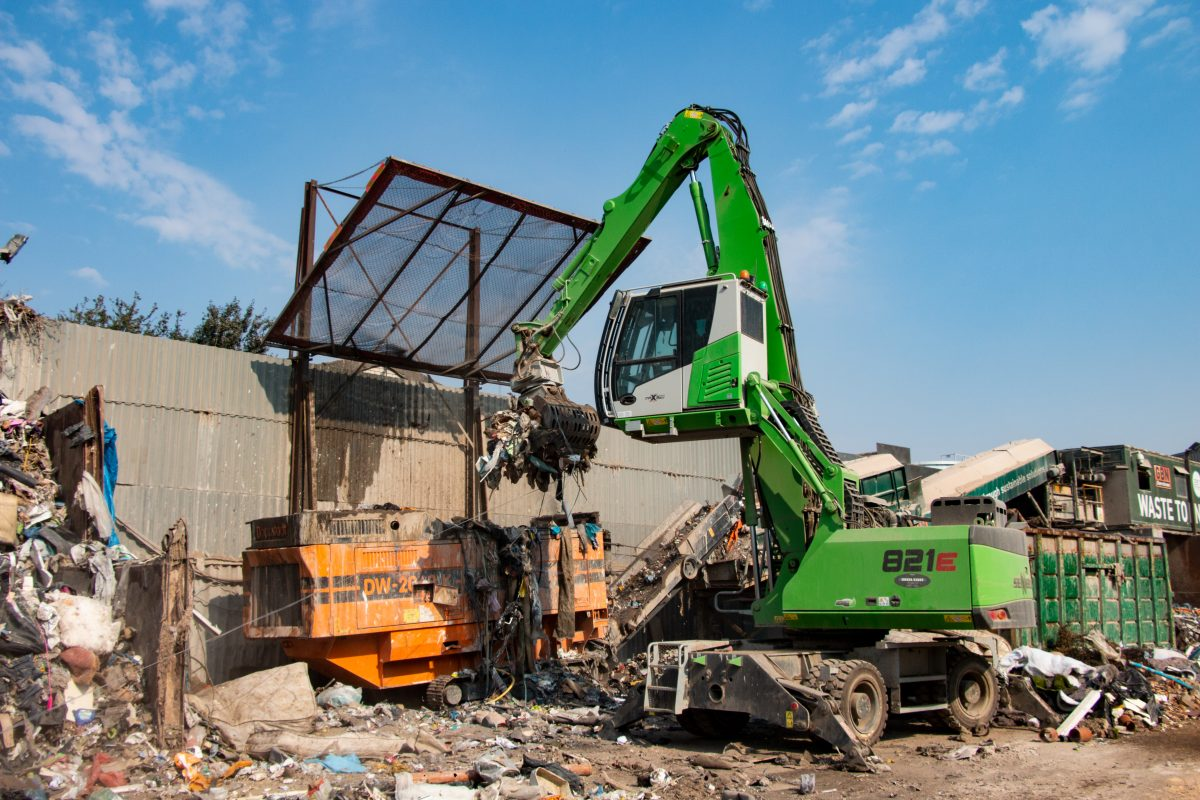 Clearaway expands with SENNEBOGEN 821 E in waste recycling