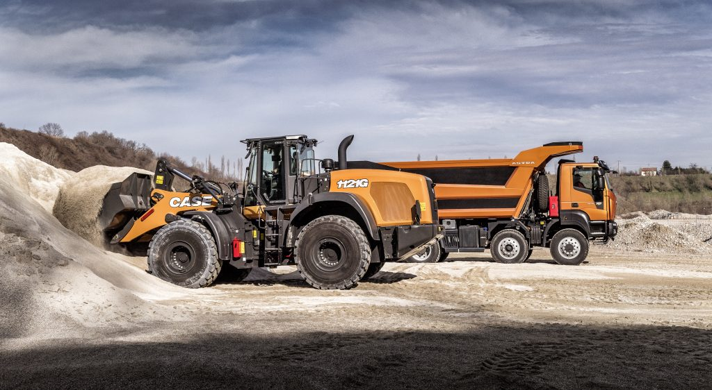 CASE 1121G wheel loader and IVECO HD9 truck
