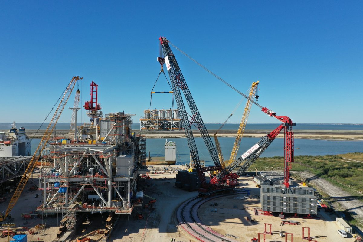 World's largest capacity crane flexes its muscles in Texas