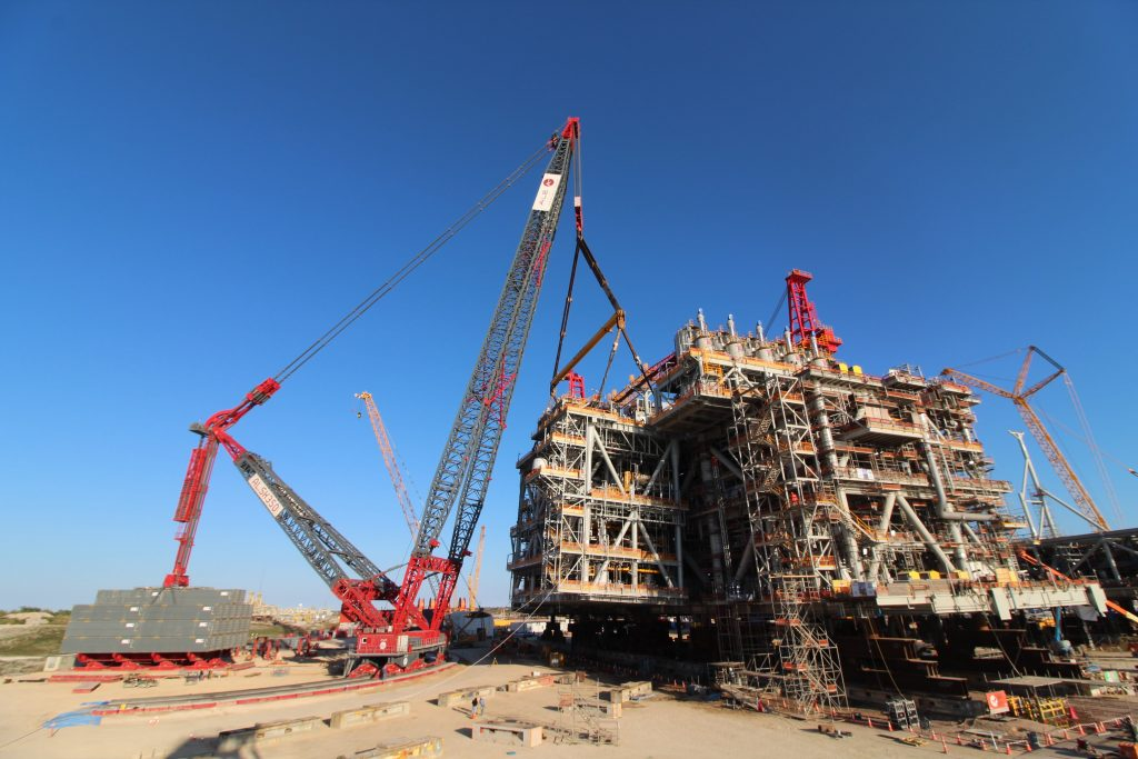 ALE heavylift crane lifts a staggering 2,884.4 metric tonnes in Texas